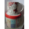"""CHURCHILL CHINA THE WORLD OF POOH BEAR """"PROMISE YOU'LL NEVER FORGET ME- MUG IN TIN""""   BONE CHINA  IMAD021 GIFT BOXED IN TIN"""