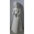 """MOMENTS BY COALPORT """"PRETTY AS A PICTURE"""" BONE CHINA FIGURINE 2045115 MINT BOXED"""